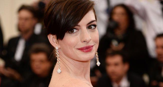 Anne Hathaway +1...