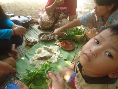 FOTO: Nasi liwet, ikan peda, lalapan, karedok terong peuheur
