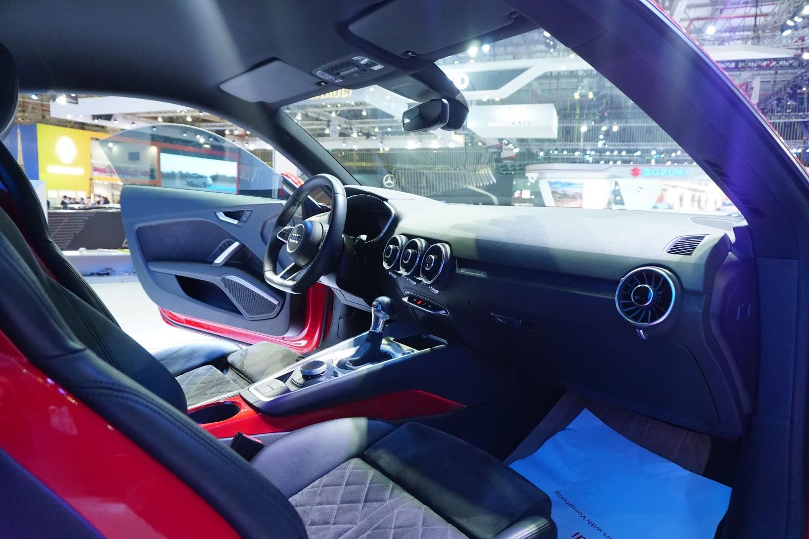 Khoang lái của Audi TT 2016 trông khá ổn, rất phù hợp để đua