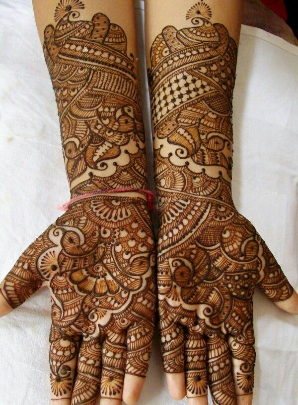 2 Gorgeous Bridal Pea Mehndi Design