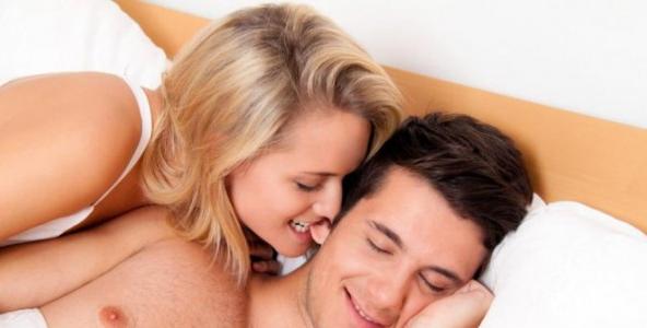Gerak-gerik Istri yang Bisa Jadi Tanda Ia Sedang Ingin Bercinta