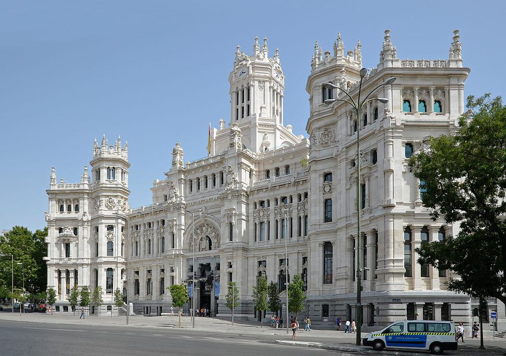 De paseo por madrid palacio de correos for Oficina central de correos madrid