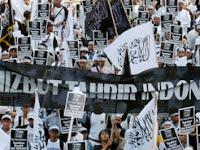 BIARKAN HTI BERSUARA DI NUSANTARA, DI ATAS BUMI ALLAH (Mencari Keadilan: Hizbut Tahrir Indonesia (HTI) Terlepas dari Segala Fitnah yang Dialamatkan Kepadanya!)