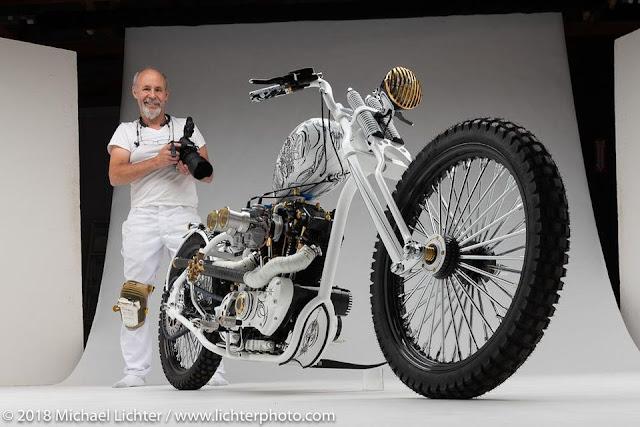 O fotógrafo Michael Lichter e uma motocicleta 'custom'
