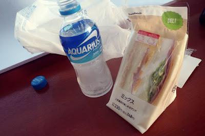 サンドイッチとアクエリアス