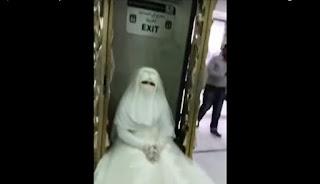 Mempelai Wanita Ini Dilarang Masuk ke Masjidil Haram