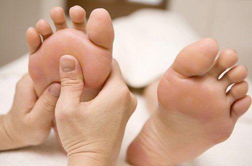 「每天學點養生」腳底10大保健穴位,按摩方法,建議收藏!(偏頭痛)