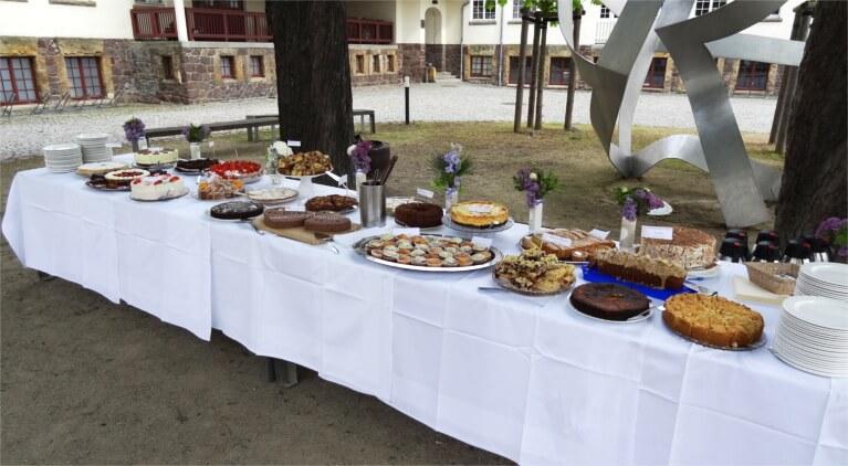 DIY-Hochzeit: Kuchenbuffett planen und kalkulieren Braut DIY Hochzeit Hochzeitsplanung