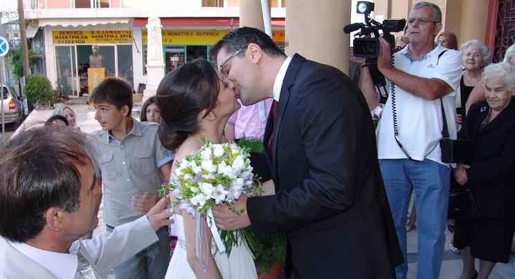 3a1ccb722912 ΞηρόμεροNews  Θανάσης Μαγκλάρας και Κατερίνα  Γάμος και βάπτιση μαζί ...