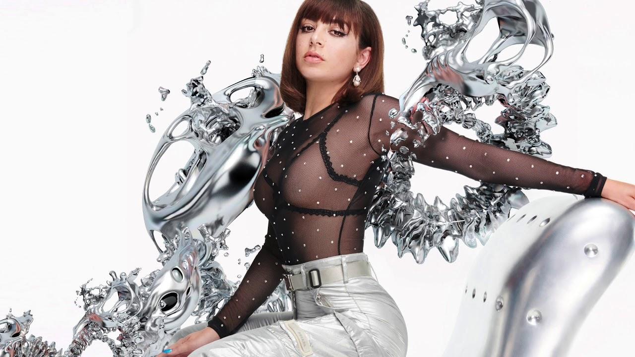"""O último álbum da Charli foi o """"Sucker"""", de 2014. Depois dele, rolaram singles avulsos, um EP e duas mixtapes"""