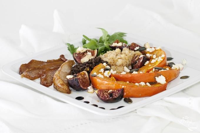 Salat aus Kürbis Feigen Linsen Birnen Feta