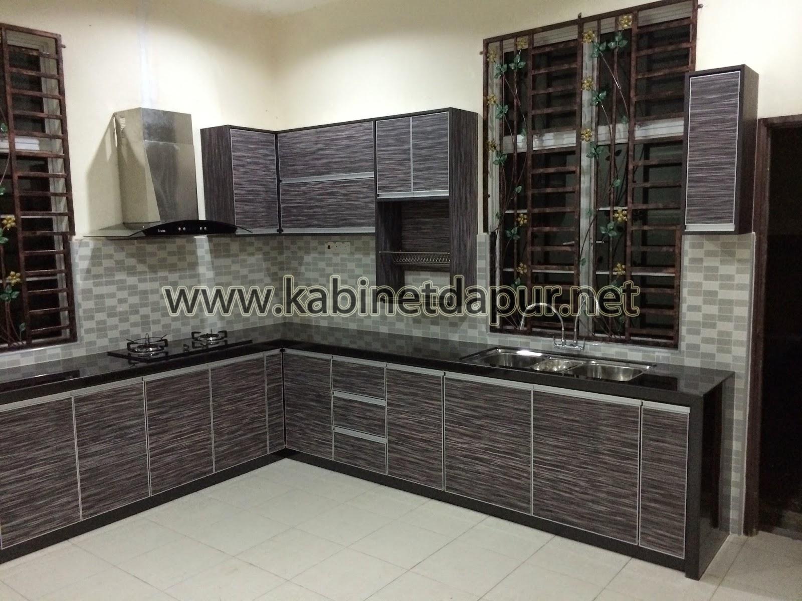Ini Projek Kabinet Dapur Terbaru Kami Bln Ogos 2017 Tuan Rumah Memilih Table Top Konkrit Kemasan Mozek Manakala Pintu Dari Material Melamine