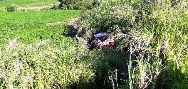 Motorista de Borrazópolis capota veículo após perder a direção