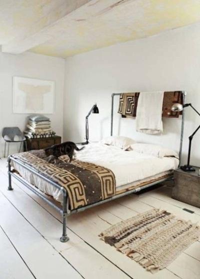 Ranjang tempat tidur terbuat dari pipa baja