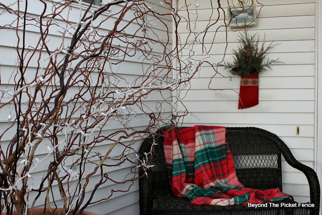 Christmas Porch Decor, http://bec4-beyondthepicketfence.blogspot.com/2015/12/home-for-christmas-home-tour-blog-hop.html
