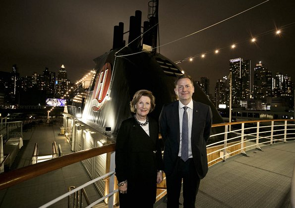 The Queen Sonja Print Award will curate the decoration of the new ship, Hurtigruten's MS Roald Amundsen, which is at the wharf in New York