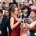 Tolak Swafoto, Emily Blunt Lebih Suka Bersalaman Dengan Peminat