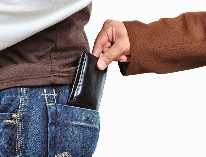 580af42e16 Δύο Βούλγαρες έκλεβαν πορτοφόλια από πελάτισσες μέσα σε καταστήματα στην  Πάτρα