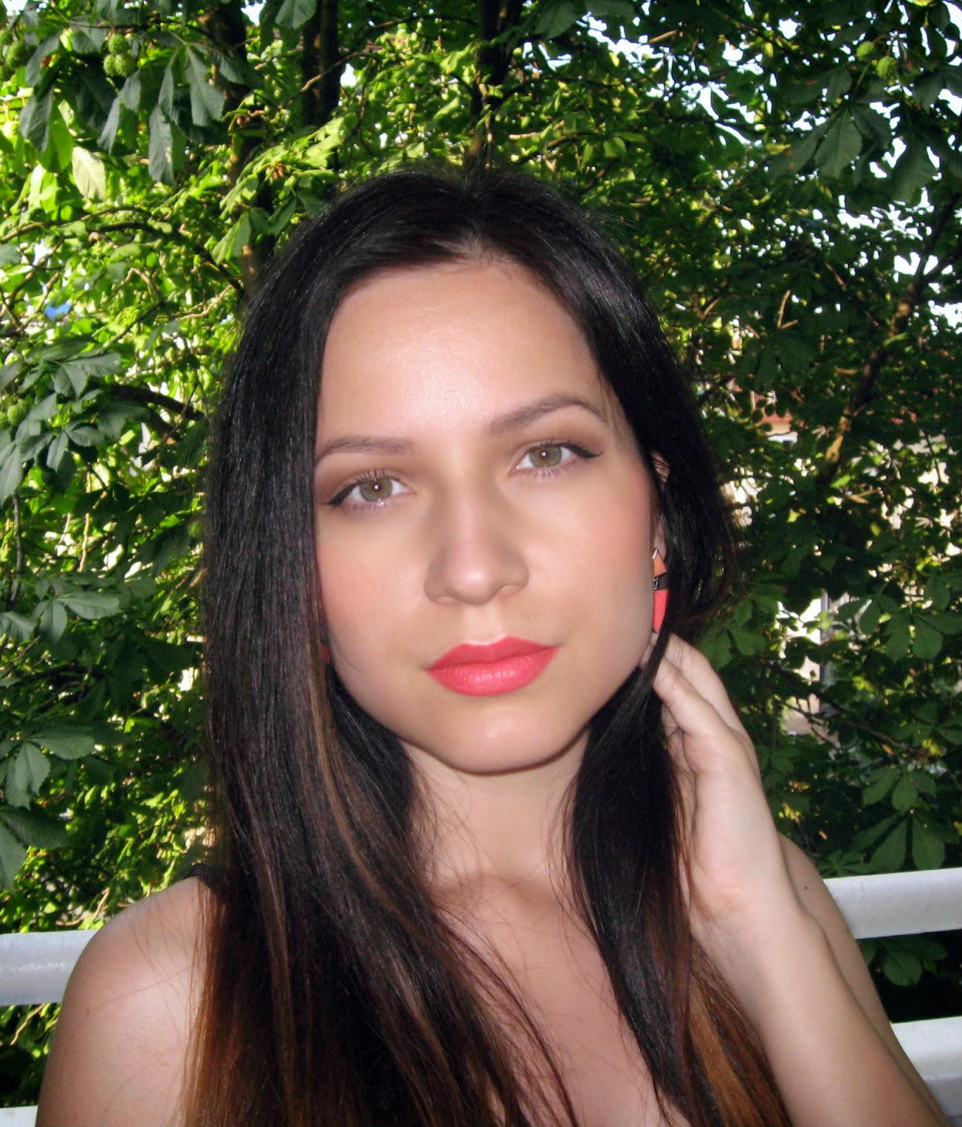 orange earrings, orange lipstick, orange is the new black, avon lipstick, beauty and make up, make up inspiration for spring and summer, orange triangle earrings