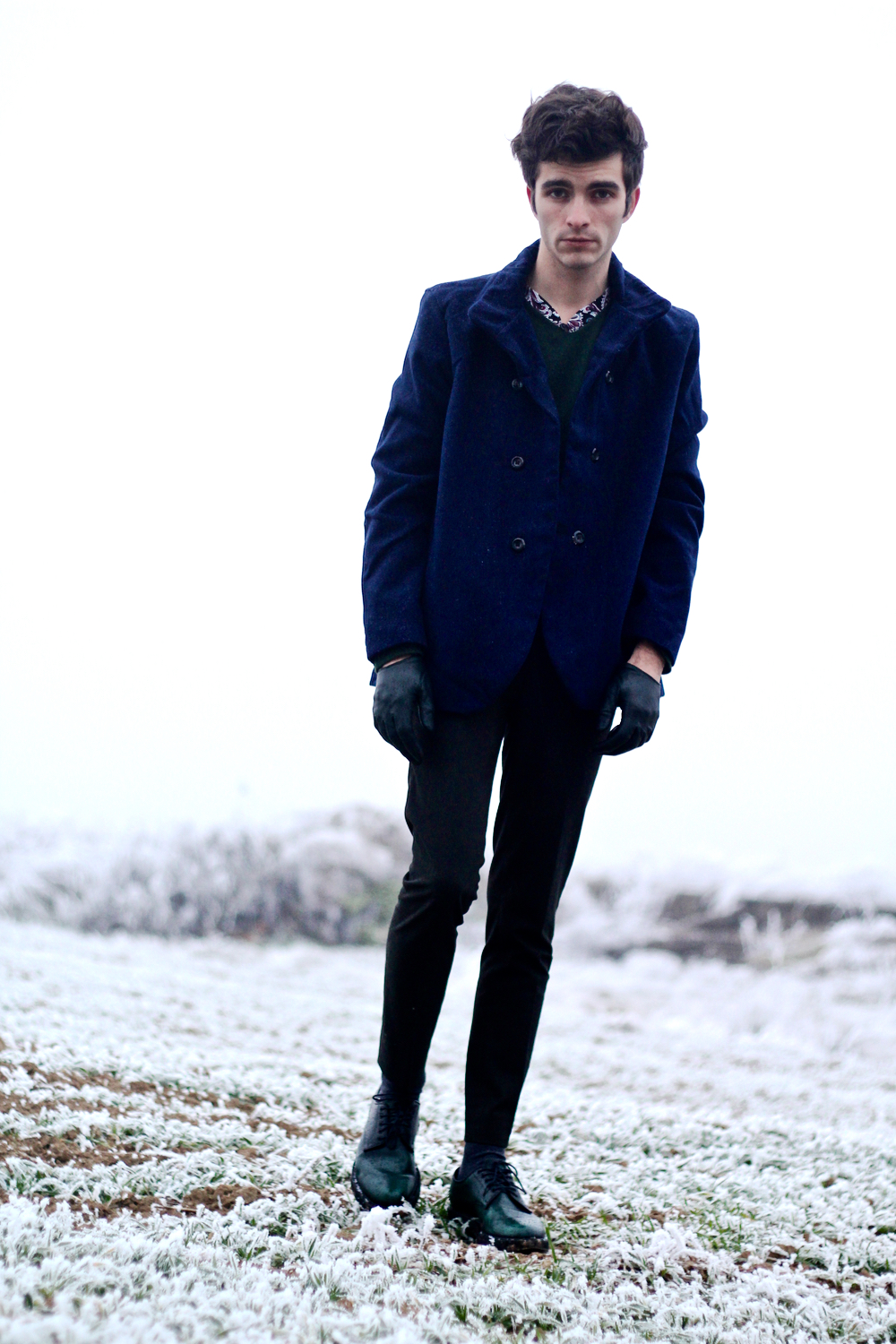 BLOG-MODE-HOMME-pull-cachemire-vert-american-vintage-churchs-leyton-chaussures-cuir-grine-cardigan-paysage-hiver-style-preppy-campagne-francais-dandy-jeune - 1 (1)