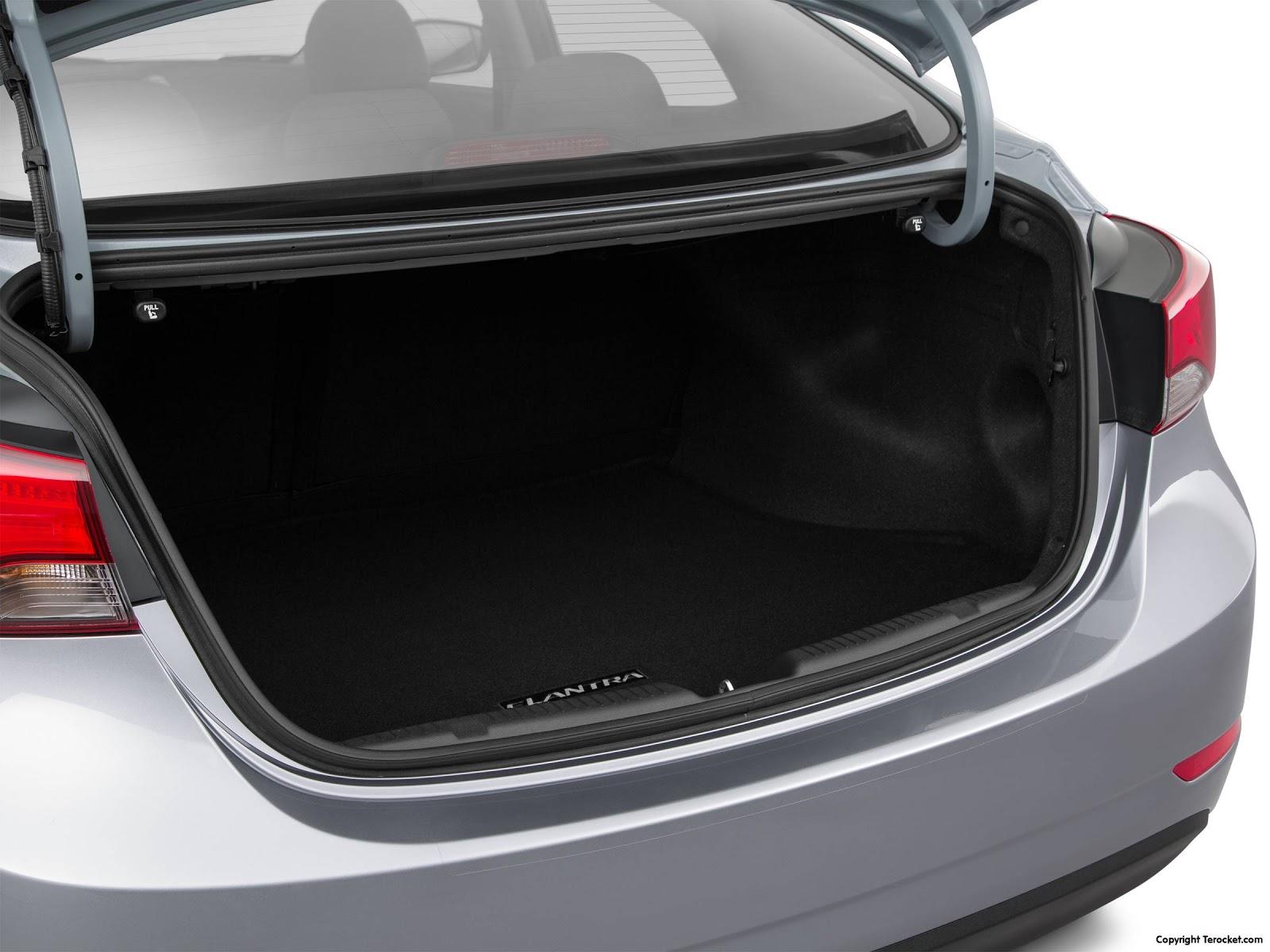 Cốp xe có thể chở được nhiều hành lý, nếu cần có thể hạ hàng ghế thứ hai