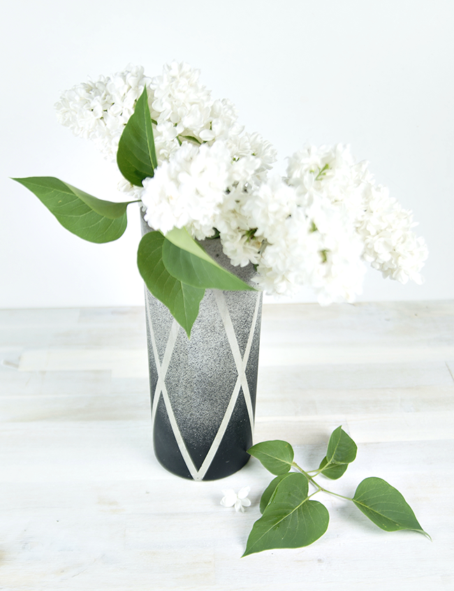 Ynas Design Blog | weißer Flieder in Betonvase