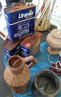 Antiguas latas de aceite en Granadantigua