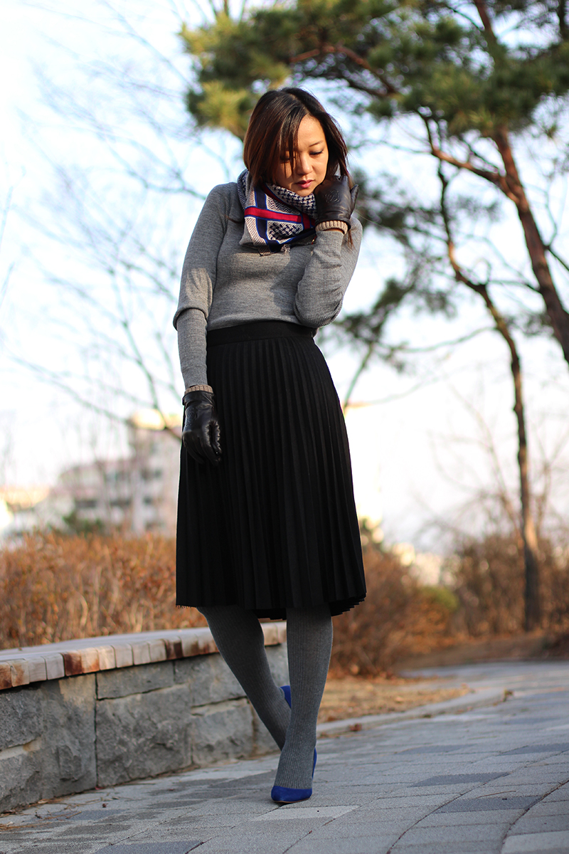 Winter harmony, pleated skirt, cobalt blue pumps, юбка миди, чайна юбка, шерстяная плиссированная юбка, корей, фешн блоггер, замшевые туфли, туфли цвета кобальт, классические туфли
