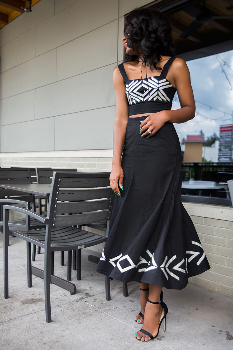H&M, Crop top and choker, midi skirt, www.jadore-fashion.com