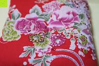 Kissen: Japanische Maneki Neko Glückskatze aus Porzellan (Klein, 12 cm)
