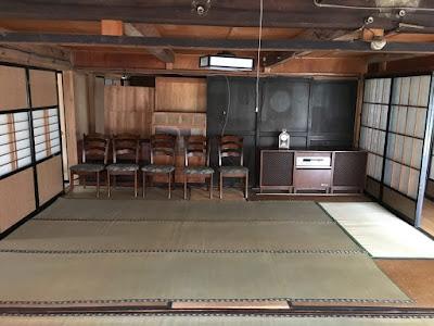 生坂村 ひとつ石 この部屋が長野県の工芸が並ぶギャラリー部屋になる予定