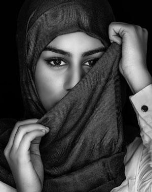 HIJAB TIDAK MENGESAMPINGKAN SISI FEMINIM SEORANG MUSLIMAH