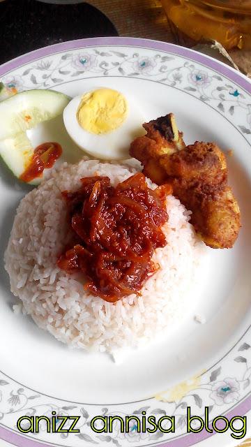 sarapan apa, nasi lemak makanan warisan, makanan malaysia, nasi lemak ayam