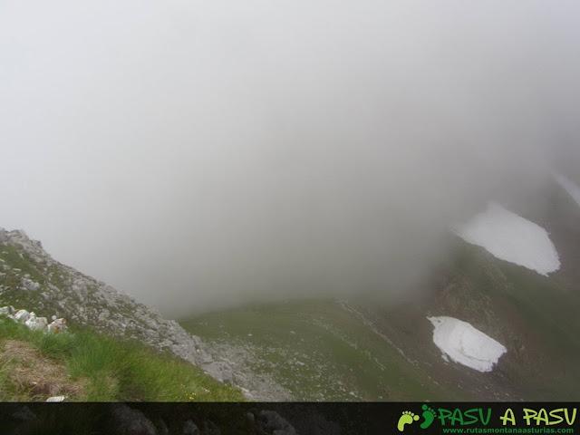 Ruta al Pico Torres y Valverde: Vista de la collada entre el Torres y Valverde