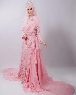 gaun pengantin muslimah warna merah