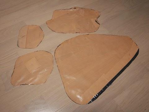 la100sムーヴカスタムデッドニング サービスホールのビニールシートを型取り、それをハサミで切ったもの