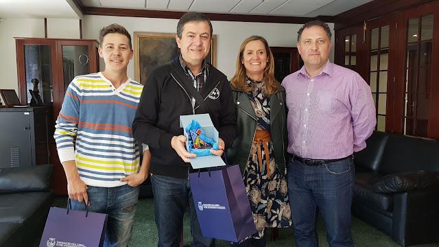 Javier Proy y Tomás Pardo Ruiz, junto a la alcaldesa y al miembro de Denbora Pablo Suárez