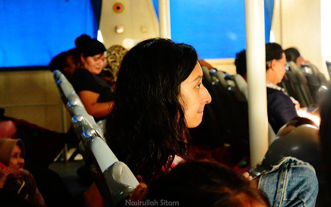 Gadis asal Bandung yang kuabadikan sebelum kapal menyeberang