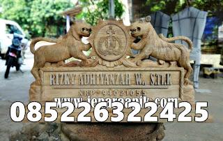 papan nama ukir harimau