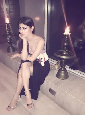 Mouni Roy hot legs