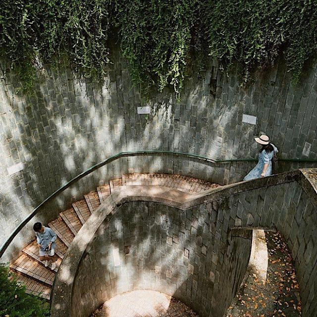 Vẻ đẹp của đường hầm này nhanh chóng được các bạn trẻ biết đến và trở thành một điểm check-in rất hot trên các trang mạng xã hội. Khi gõ tên công viên vào các công cụ tìm kiếm trên mạng, bạn sẽ thấy địa điểm này hiện lên rất phổ biến với nhiều góc ảnh và kiểu tạo dáng khác nhau.