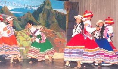 Foto de personas bailando la danza Wititi - Vestimenta
