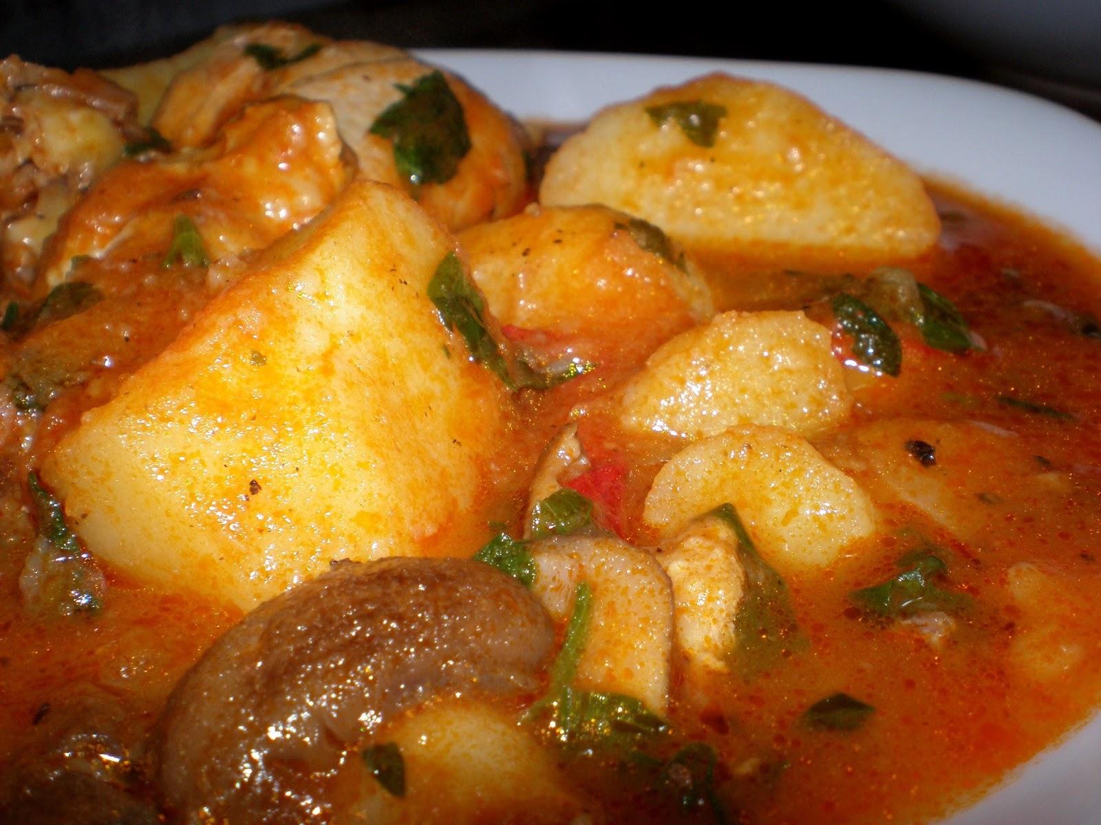 Mâncare de cartofi cu carne de pui