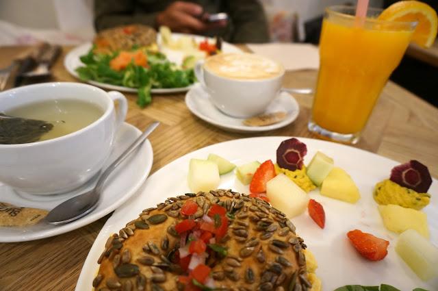 chloeschlothes-brunch&cake