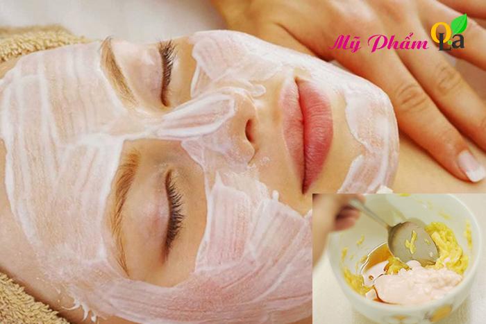 Đắp mặt nạ dưỡng ẩm da