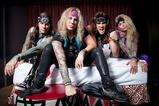 Sex,Drugs and Rock N'Roll:Wearing eyeliner and spandex leggings with Steel Panther/Lumea plina de sclipici,colanti si Heavy Metal a celor de la Steel Panther