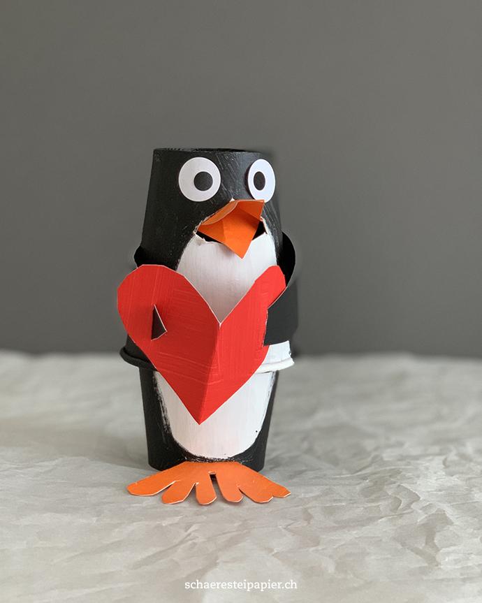 Schaeresteipapier Einen Sussen Pinguin Fur Den Valentinstag Basteln