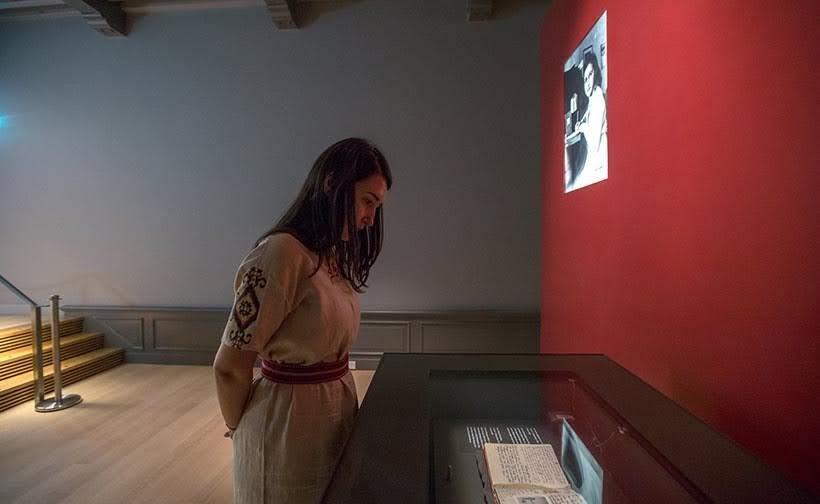 Diário original de Anne Frank exposto no museu em Amsterdam. Foto: www.annefrank.org
