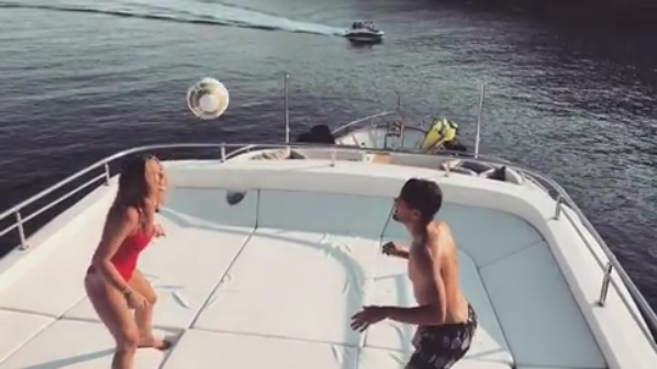 Mateo Kovačić playing head tennis with his wife Izabel Andrijanić