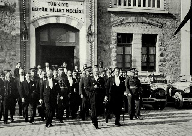 Atatürk meclis başkanı